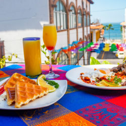 breakfast-restaurant-ocean-view-malecon-church-puerto-vallarta-downtown